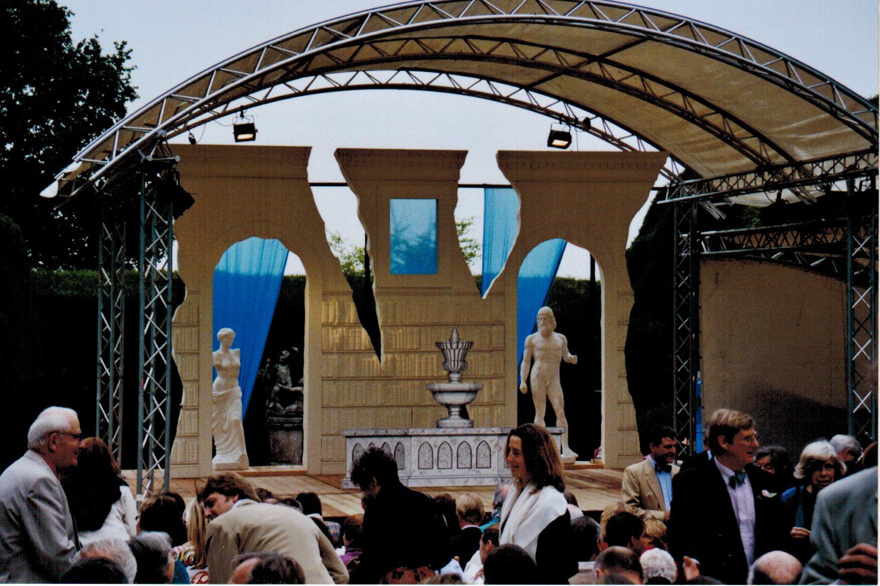 The-Barber-of-Seville,-Doddington-Place-Gardens,-2003
